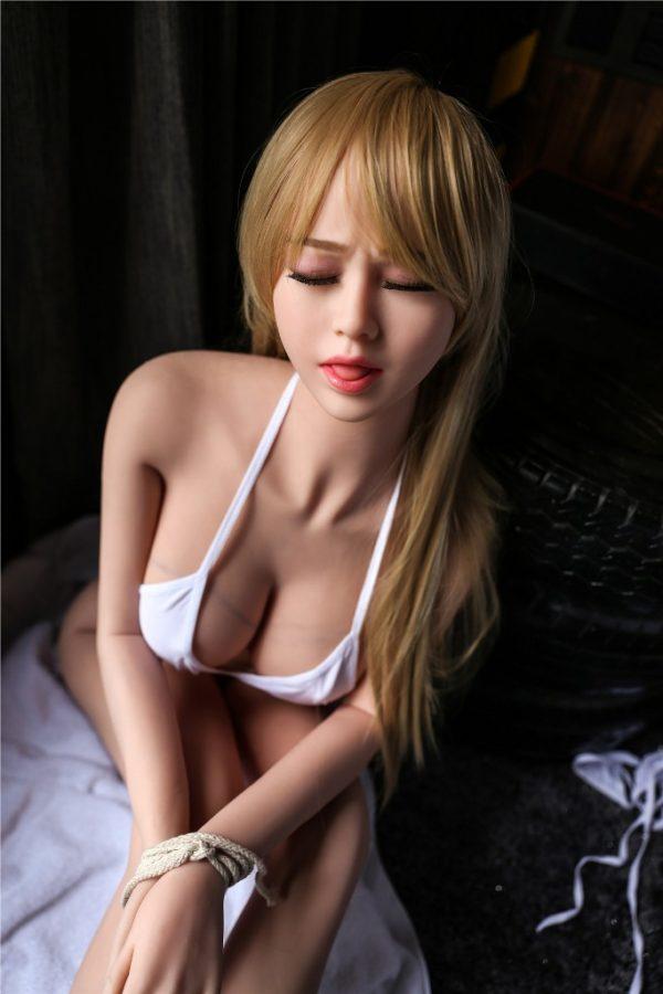 poupee sexuelle silicone bouche ouverte lia 8